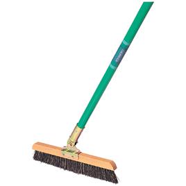教室をキレイに保つ清掃用品や収納用品、もしもの災害のための防災用品が揃った【日用品】